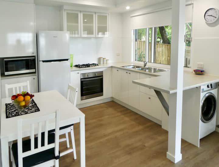 Modern 2 Bedroom Highgate Hill with parking
