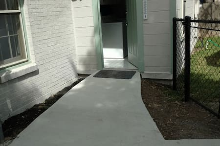 This is a picture of the BACK door... which has a ramp from the driveway with no lip over the threshold.  The front door DOES have steps up to a porch, so would not be useful to a wheelchair user.
