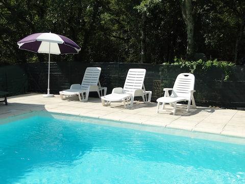Gîte Basilic avec piscine en sud Ardèche
