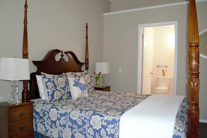 Blue Moose Bed & Breakfast - Room 1 (Capacity 2)