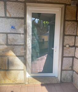PT  Porta de entrada do AL  FR  Porte d'entrée du logement