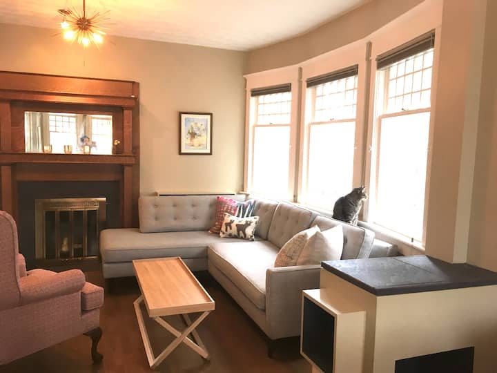 Classic Downtown 17th Ave 1Bedroom w/ Free Parking