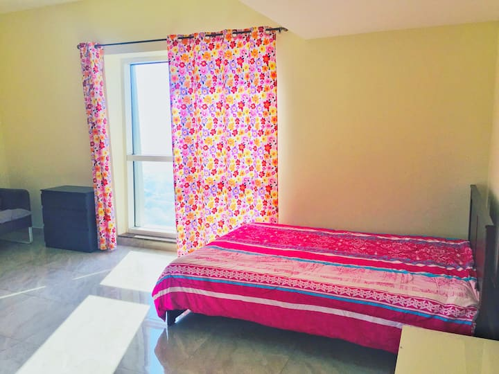 Private Room with Bath & Parking, JLT, Cluster G