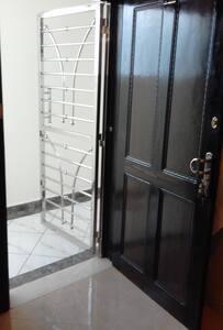 مدخل باب الشقة