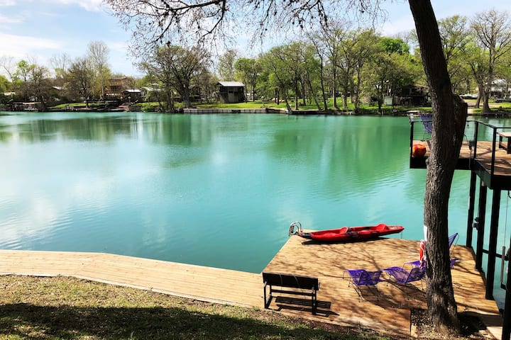 Guadalupe River Cabin w/1BR + bunks, kayaks incl