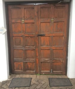 It's a double door. No restrictions for the Guests.