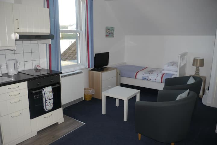 Studio 12-Studio-Ensuite-Sea View