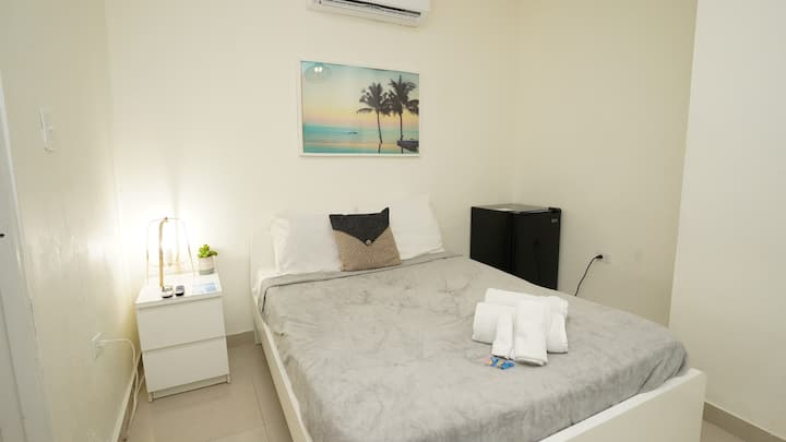 5 minutes to airport  - The Pelican Guest House #1