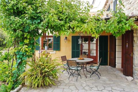 Живописний будинок відпочинку в селі Андраткс