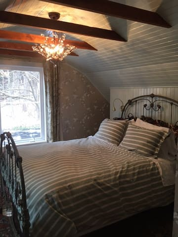 Newly renovated bedroom with new sky light and a large picture window/door which opens onto a small 2nd story deck for star-gazing.  Bed reading lights also have USB ports for charging your phone a night.  Dimmable chandelier for ambiance.