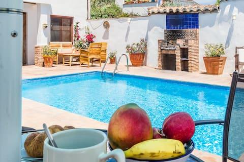 Casa Luna - 16th century house - aircon pool wifi