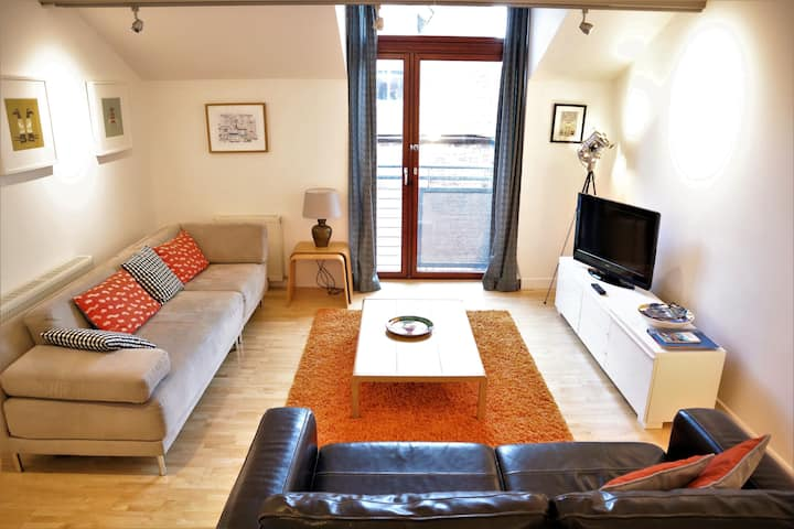 Excellent mews with private entrance & parking