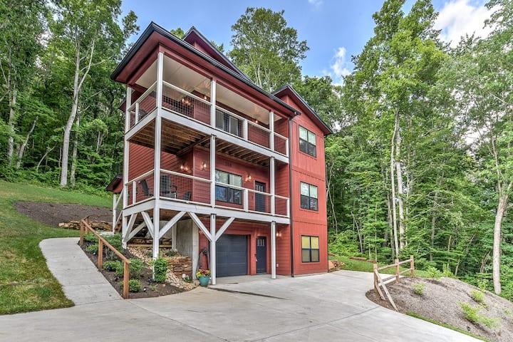 Pine Hill- Brand New Mountain Home Near Asheville