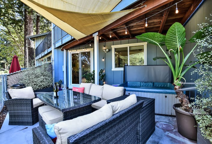 Wine country condo with golf course view!