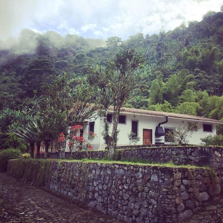"""""""Rincón del río"""" Family house"""