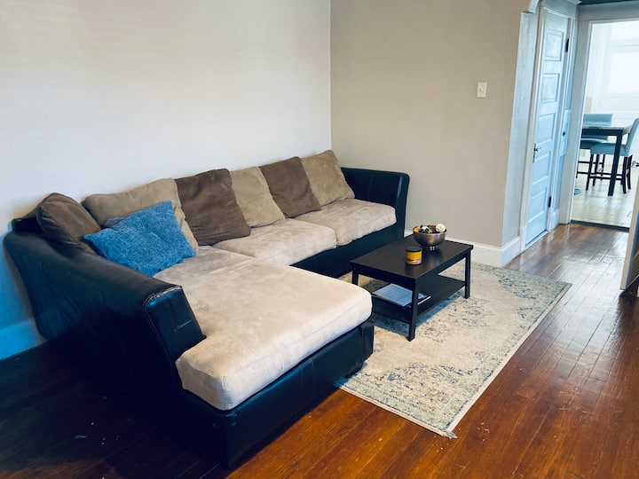 Private STL Apartment - Blue Unit