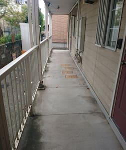 入り口までのアプローチです。