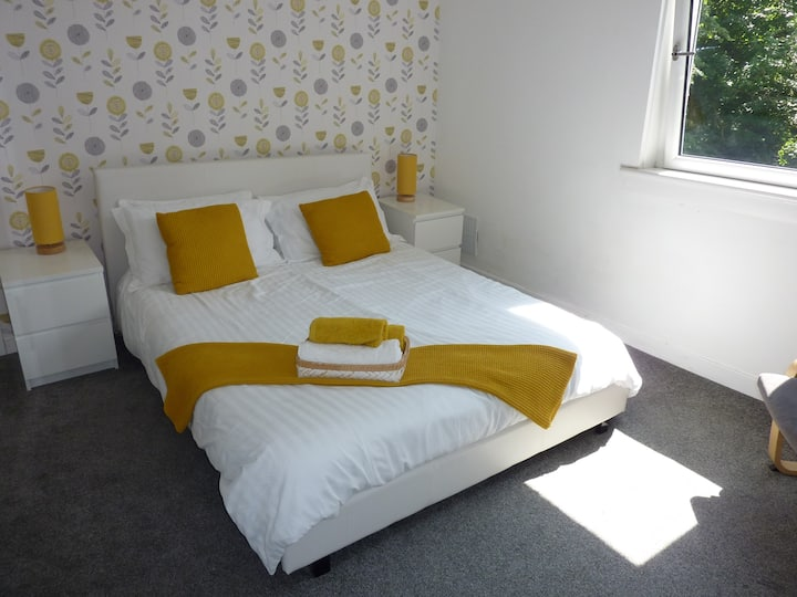 Paisley Apartment - Lovely 1 bedroom sleeps 4