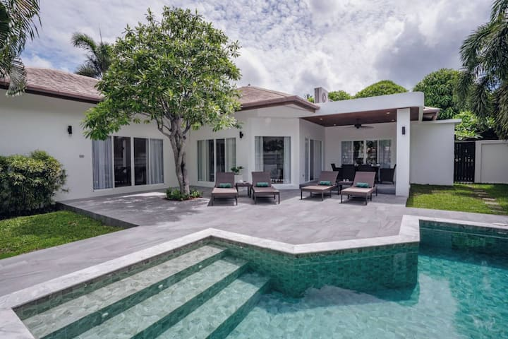 Pool Suite Villa 2 bedrooms in Chalong