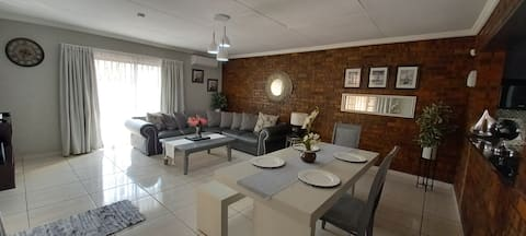 9 min/km from OR Tambo, 4 pax, Aircon, WIFI, DSTV