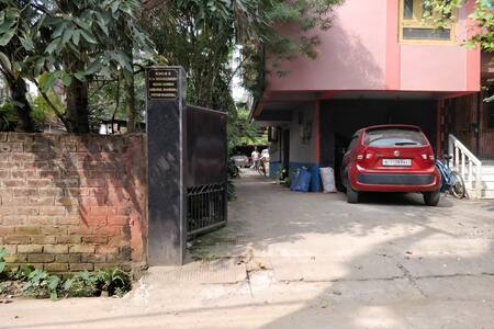 main entrance towards the room