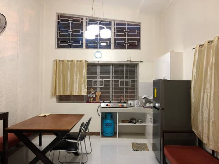 Makati private room for 2 - double, T&B, A/C, WiFi