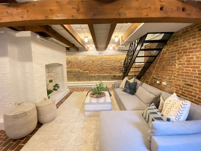 Beautiful Historic Flat in the Heart of Downtown