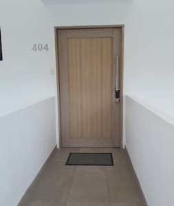 Entrada del apartamento sin escaleras.