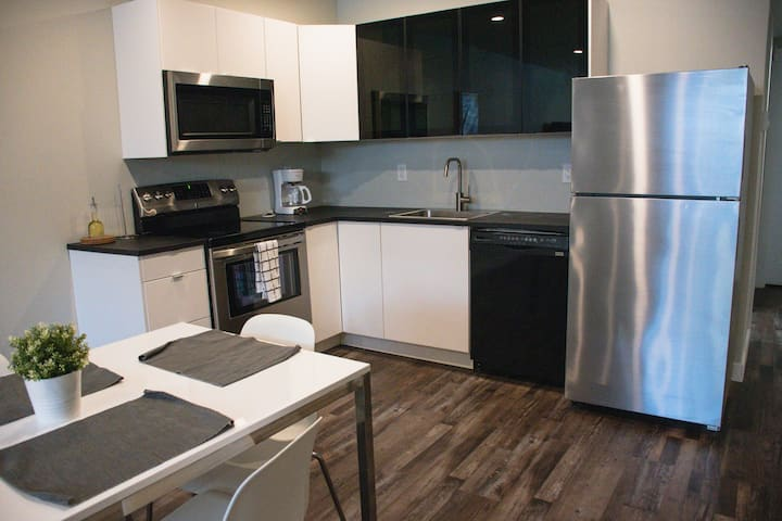 Stylish 2 bdr suite in the heart of Corydon