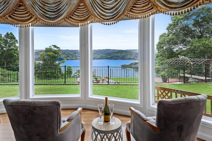LoveNest Lake Views Montville. Large Guest House.