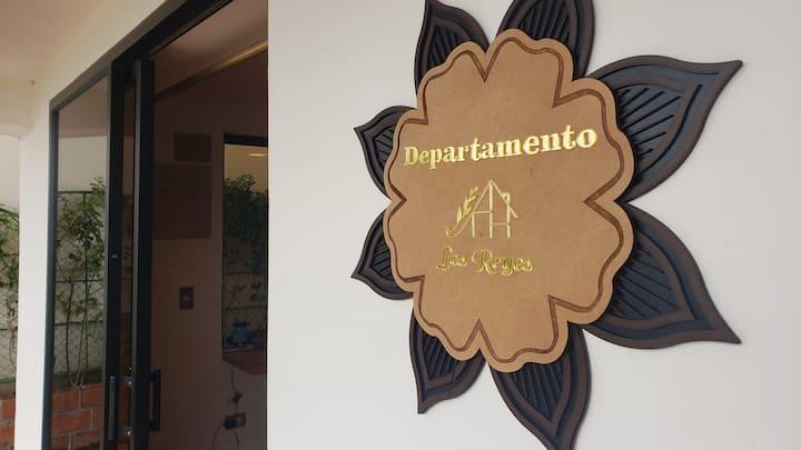 Departamento ejecutivo moderno / Los Reyes