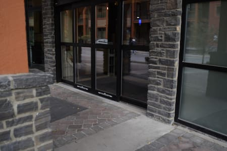The front door to the lobby. Guests check in here. You can get to the lobby from our suite, take the elevator down, go through the parkade to an ramp entrance to the next building with flat floors all the way to the lobby.