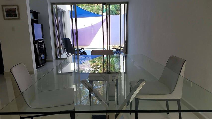 PRIVATE RETREAT- SWIMMING POOL - BEST LOCATION