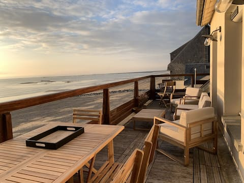 Beachfront apartment with beautiful terrace
