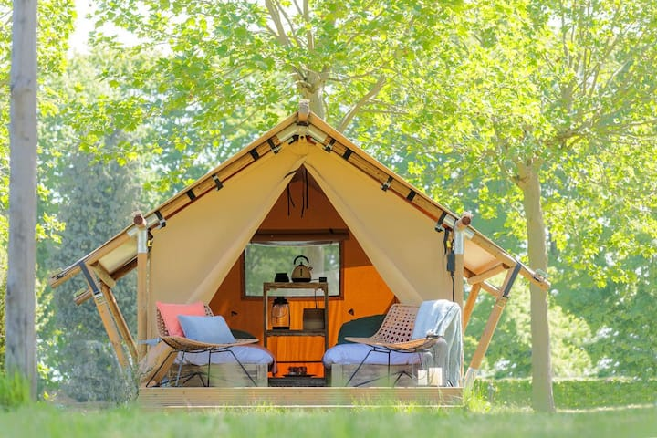 Hungry Hippie Hostel - Glamping Tent #1