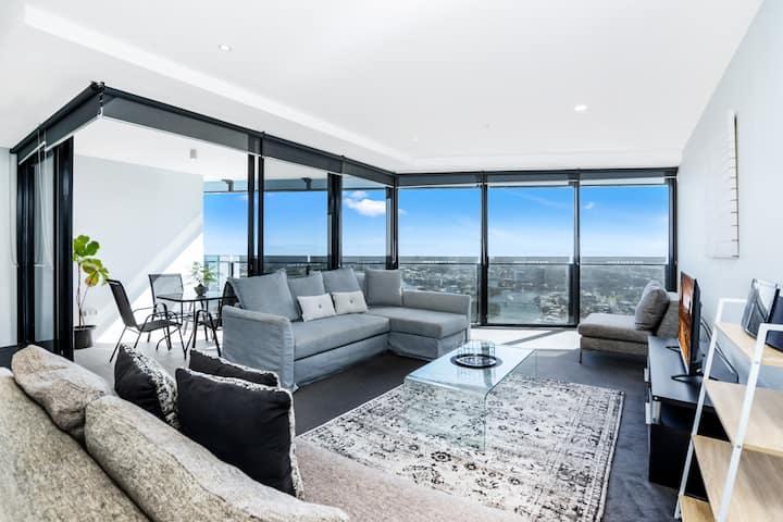 Circle on Cavill – 1 Bedroom with Hinterland Views