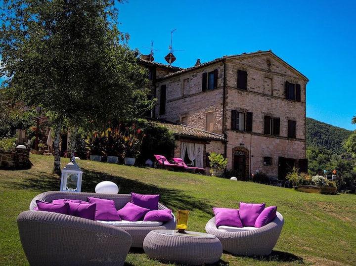 Palazzo Nolfi Pool mit Panoramablick in den Marken