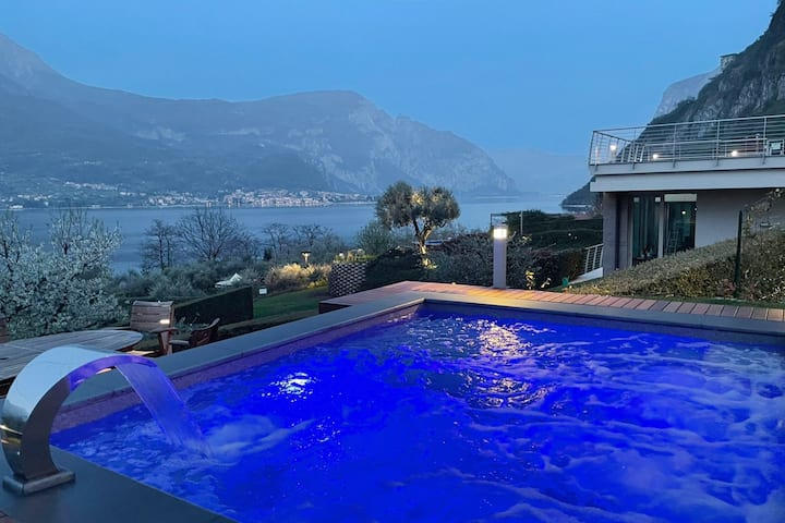 Villa Vittoria, private warm pool with whirlpool