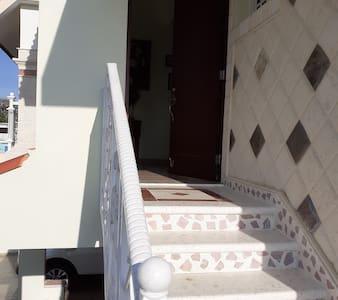Entrada al apartamento en el II piso