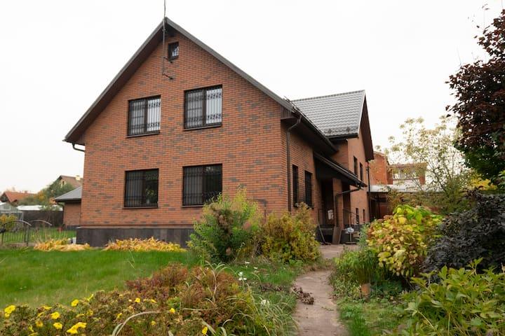 Уютный дом для большой компании