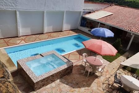 Hermosa Casa con piscina en San Gil