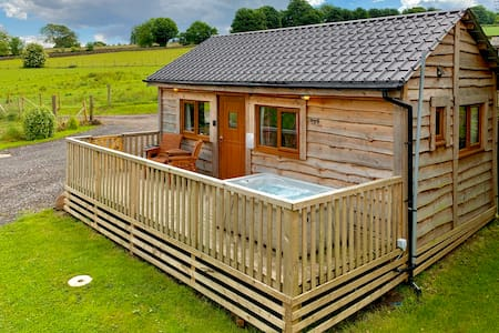 Arraslea (3) Two Person Cabin with private Hot Tub