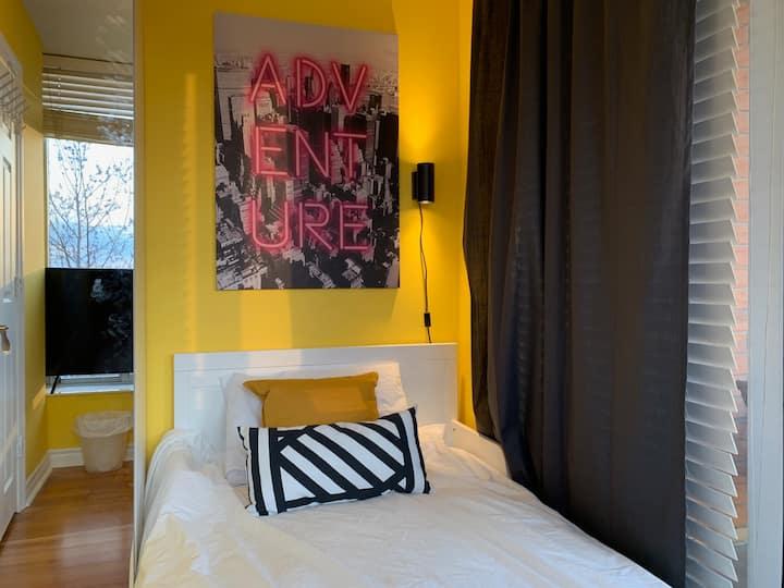 30% OFF Cozy Room TV, Sofa, Balcony, 1 min subway