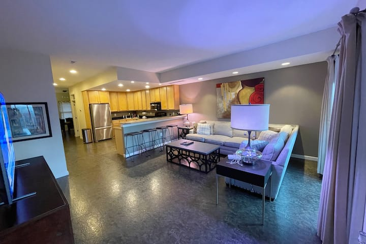 Swanky 2 LEVEL CONDO WALK TO ALL in The Highlands!