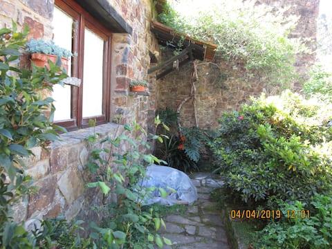 TEBAIDA- rustikt hus i Ferreira do Zêzere