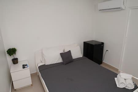 Cozy Queen size bed room (no windows)