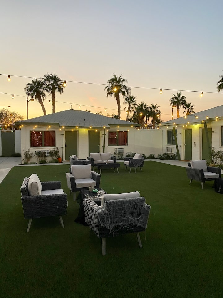 FEMALE ONLY 6 bed shared room on Las Vegas Blvd!!