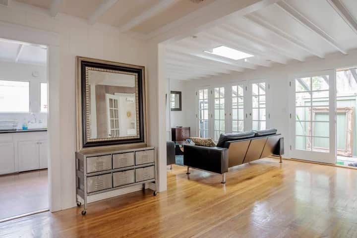 City Seclusion: 2 BR West Hollywood Retreat
