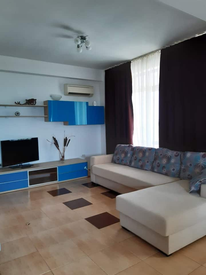 Mamaia Sat, 2 bedrooms apartment by the lake