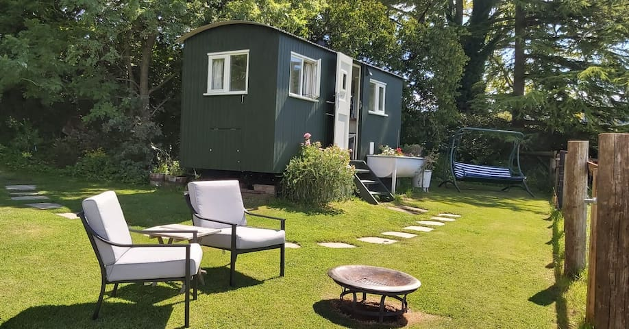 Cotswold Shepherds Hut with swimming pool
